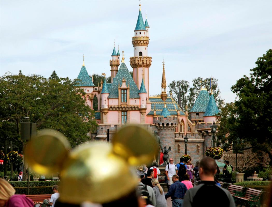 Disneyland y Disney World cerrados por covid