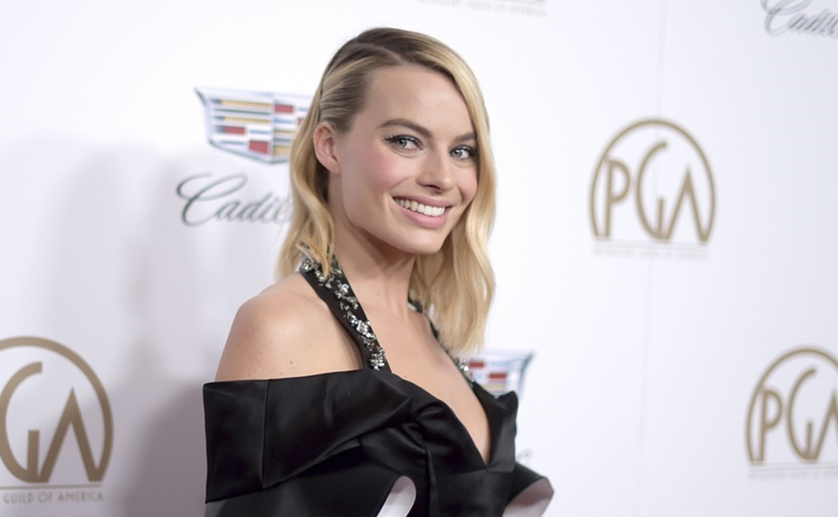 Margot Robbie, short,