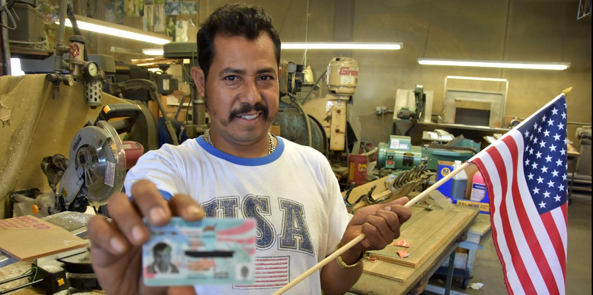 Padre soltero mexicano recibe green card