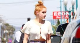 Ariel Winter presume silueta con crop top blanco en LA