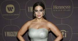 Ashley Graham destila glamour con vestido de raja