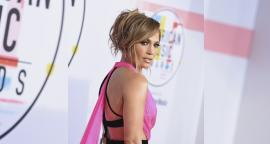 Jennifer Lopez presume 'abs' con leggings y top de impacto