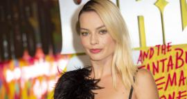 Margot Robbie impresses with the beauty, the dress with feathers in London