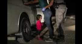 Foto de niña migrante llorando en la frontera gana el Press Photo 2019