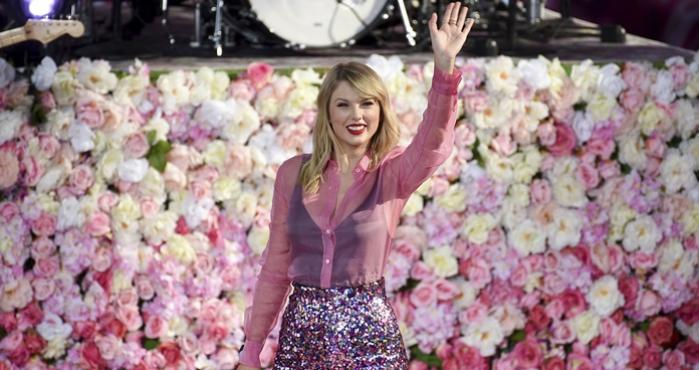 Taylor Swift en mini concierto