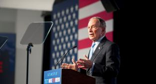 Bloomberg  y su accidentado debut en el debate demócrata