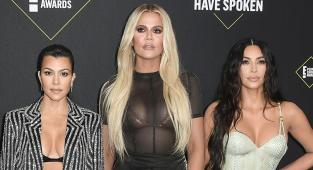 Las hermanas hermanas Kourtney, Khloé y Kim Kardashian en los People's Choice Awards