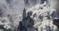 Vista aérea del atentado contra las Torres Gemelas en el World Trade Center, en Nueva York
