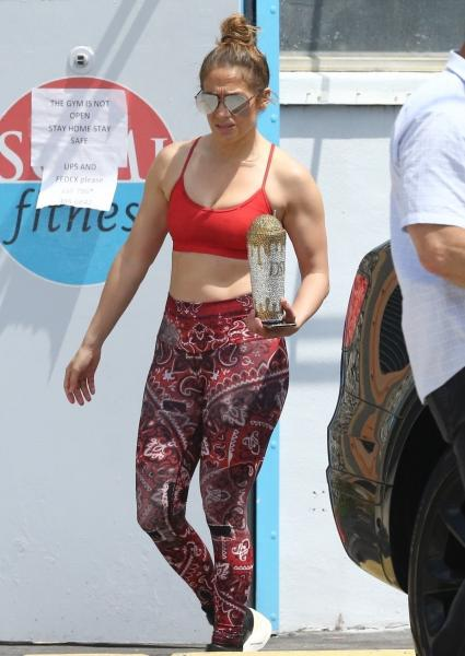 jennifer-lopez-leggings-miami.jpg
